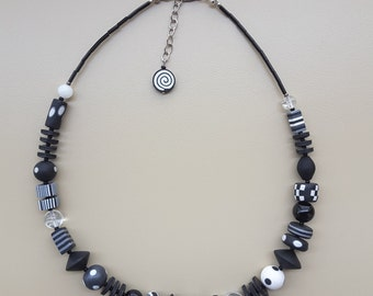 Black/White necklace various parts