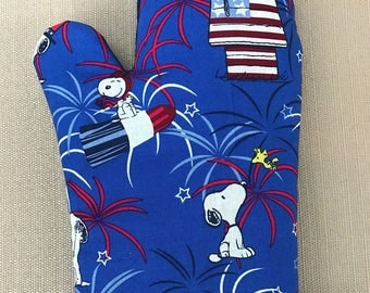 Snoopy Patriotic Decoration Pot Holders Oven & Mitts Fireworks 2 Pc Set
