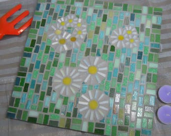 Mosaic Wall Art, Daises on Green, glass mosaic, mosaic daises, mosaic flowers, Mosaic Art