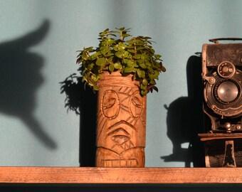 "Sculpture ""Alex"" Tiki planter"