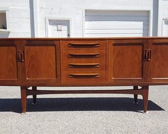 Mid Century Dresser / Sideboard / Credenza