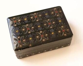 Wooden box green flowers. Green wooden box. Figural wooden box. Flowers wooden box. Wooden jewelry box.