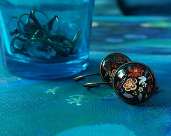 Floral cabochon earring