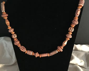 Wood design plastic bead necklace