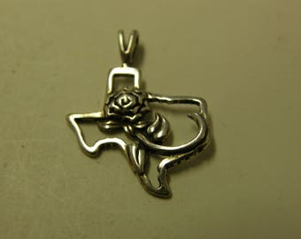 Sterling Silver Texas Rose Pendant - Very Pretty
