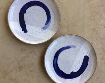 Set of two stoneware dinner plates with cobalt accent
