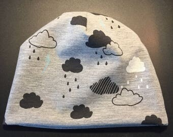 Sweet baby hat in grey cotton jersey with clouds
