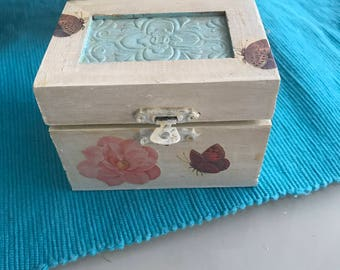Box jewelry holders