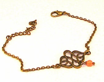 Very thin chain bracelet bronze, print and Pearl of coral pink