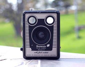 Vintage Kodak Brownie six-20 Model D Kodak Camera, Vintage, Camera, Vintage camera Photo photography, Retro, collector
