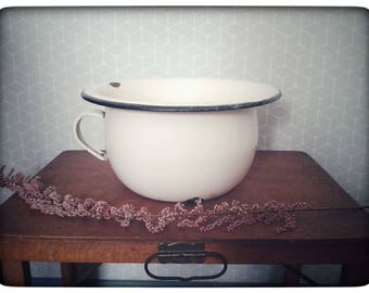 White enameled pot