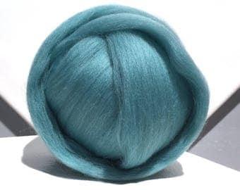 Turquoise Merino wool roving, Needle Felting Spinning wool, aqua roving, w free fiber samples, light blue green, commercially dyed