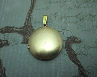 Vintage Locket, 27mm Photo Locket, Includes Bale, Smooth Round Brass Engravable, Steampunk Supplies, Quantity Choice