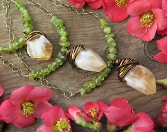 Sale - Choose your Raw Citrine Crystal & Peridot Necklace - Choker Style - Yellow Green Summer Vibes - Brass Chain Festival Fashion Gemstone