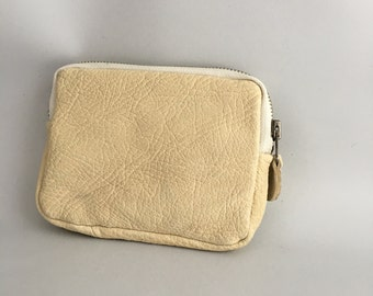 Classic Leather wallet in pebbled ivory white