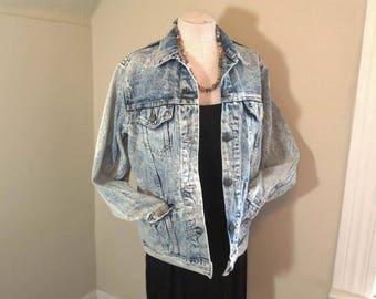 Oversized 80s Acid Wash denim Jacket Bleached 80s blue denim Jacket Long Length Acid Wash 80s Blue denim jacket Big Pockets Vintage Jacket M