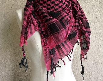 Kefiyah scarf in rasberry