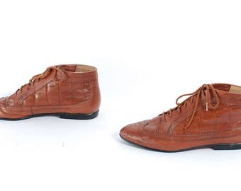 size 9 QUILTED brown leather 80s LACE UP ankle boots