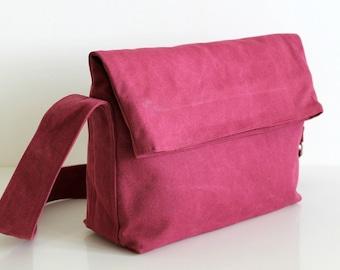 SAMPLE SALE - Minus fold top shoulder handbag in fuchsia pink