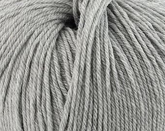 Silver Grey Cascade 220 Superwash Yarn 220 yards 100% SuperWash Wool color 1946