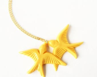 Clearance Sale Mustard yellow vintage plastic swallow love birds gold necklace