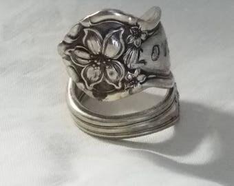 Love spoon ring