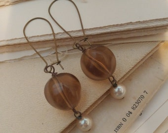 Coffee and cream dangle pearl vintage earrings