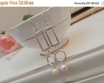 Sale Simple silver and pearl drop earrings.