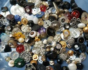 Vintage Buttons, Great Value- Huge lot 183 romantic mix, lots of rhinestones, pearls, metal, glass ,Victorian ,(lrg18)