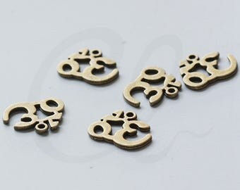 8pcs Antique Brass Tone Base Metal Charm - om ohm aum charms yoga meditation 20x17mm (15730Y-P-121B)