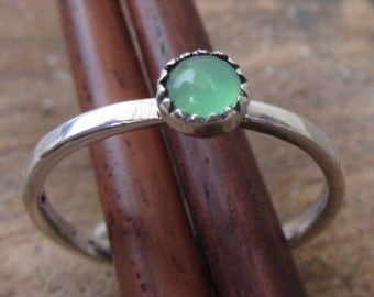 Pretty mint Green and silver ring with aventurine stone - size 5 1/2