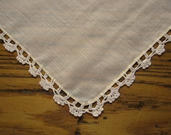 Vintage Handkerchief, Pale Yellow Linen, Ivory Crochet Edge, Crochet Handkerchief, Crochet Edge Hanky, Vintage Style, 1940's, Yellow Hanky