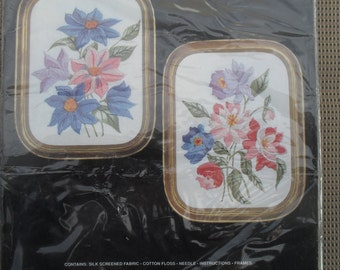 Embroidery Crewel Needle Kit Anemones Pair with Frames by Janlynn