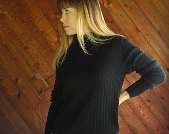 extra 30% off sale . . . Ribbed Black Mock Neck l/s Knit Top - Vtg 90s - SMALL
