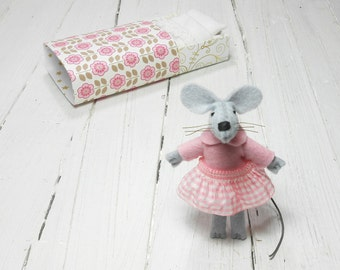 Stuffed animal felt mouse in matchbox valentine miniature kit newborn girl gift travel buddies miniature animal wool felt mouse animal pink