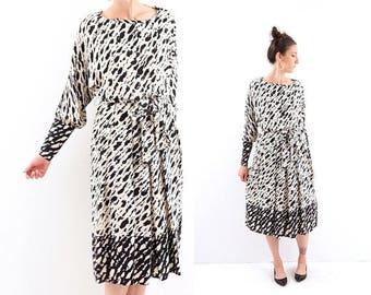 SPRING SALE vintage BLACK + White abstract print Silk dress M