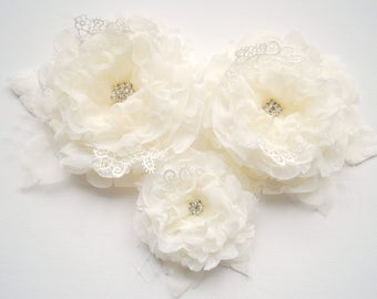 ivory bridal hair flowers, weddings ivory accessories, bridesmaids ivory headpiece, bridal ivory hair clip brooch corsage, flowers for sash