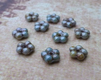 free uk postage - 120 Beads Forget Me Not Flower Beads Lazure blue