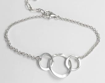 Interlocking Circles Bracelet - Simple Sterling Silver Bracelet - Gifts Under 30 - Circle Jewelry - Everyday Jewelry - Chain Bracelet