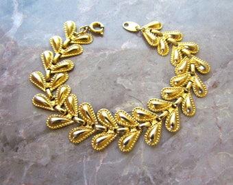 Vintage Avon Gold Tone Bracelet