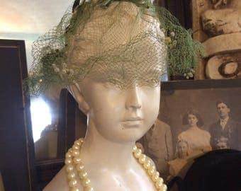 Vintage 1960s Stunning  Green Lace Veiled Fascinator Velvet Bows Ladies Bridal hat