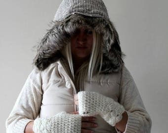 Sale White Fingerless Gloves / Women / Cream / Ivory / Winter Gloves / Knit Fingerless Gloves / Snow White Button Gloves / Mitts/ Gift for h