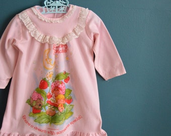 Vintage Toddler Girl's 1980s Strawberry Shortcake Night Gown