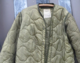 vintage fishtail quilted   Liner  US Military  Field Coat JACKET green fishtail quilted   Liner SIZE med