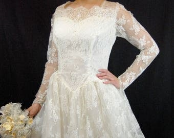 ON SALE 1950s All Lace Wedding Gown - 50s Wedding Gown - Lace Wedding Gown - Soft White Ballgown -Fit and Flare - Long sleeved