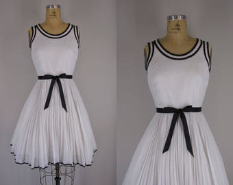 1960s Vintage Dress / Black and White 60s Dress
