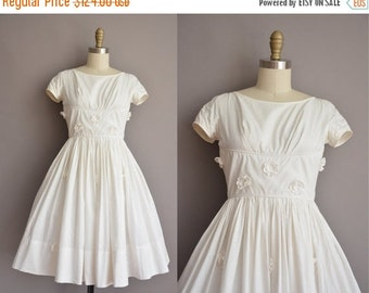 20% OFF SHOP SALE... 50s white cotton full skirt vintage dress / vintage 1950s dress