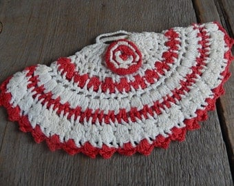 Christmas Crochet Pot Holder Vintage Home Decor Red and White Kitchen Hot Pad