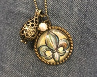 Fleur de Lis Oil Diffuser Necklace