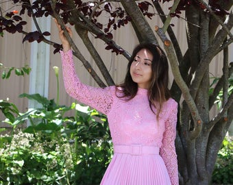 Vintage Pink Lace Long Sleeved Pleated Mini Dress With Matching Belt